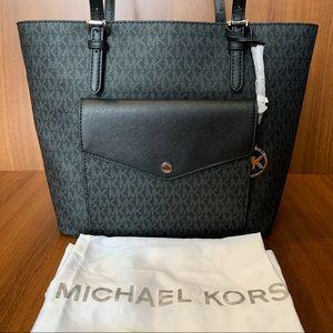 Michael Kors LG PKT MF TOTE in Black